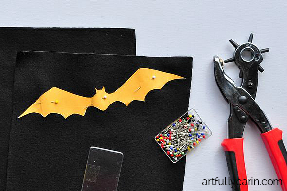 Make an easy bat garland