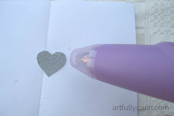 how to make a sparkly heart canvas in time for Valentine's Day